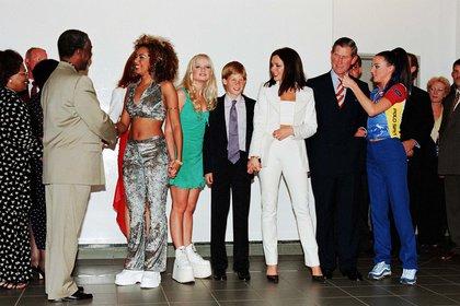 Beckham, quien se unió a las Spice Girls alrededor de los 20 años, dijo que tenía más confianza con la edad y comenzó a vestirse para sí misma en lugar de otros (Shutterstock)