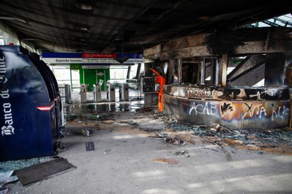 Metro station 'Los Quillares' is pictured after being burned during clashes in a mass fare-dodging protest that paralysed the entire subway system Friday in Santiago, on October 19, 2019. - Chile's president declared a state of emergency in Santiago Friday night and gave the military responsibility for security after a day of violent protests over an increase in the price of metro tickets. (Photo by Pablo VERA / AFP)