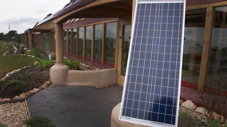 Un panel solar fotovoltaico provee de energía a una escuela rural bonaerense. Foto: Archivo DEF.