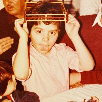 El periodista de niño, con el pelo lacio (Foto: Instagram)