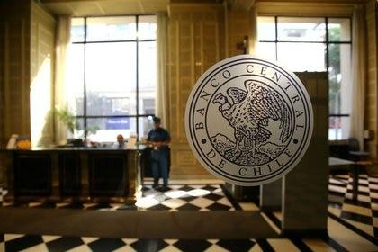El emblema del Banco Central de Chile en sus oficinas en Santiago, Chile. Marzo, 2018. REUTERS/Iván Alvarado