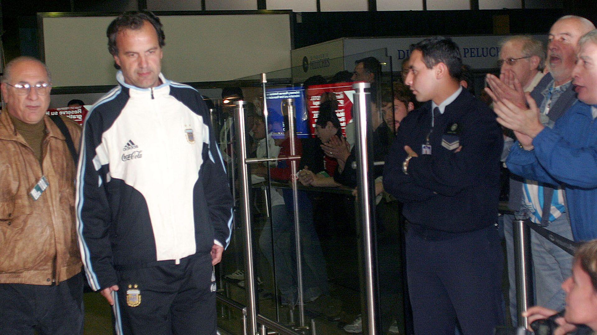 Marcelo Bielsa en 2004 cuando todavía dirigía a la selección argentina (Foto NA: Claudio Perin/Diario Popular)
