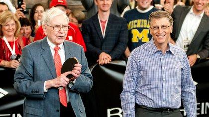 """Bill Gates aseguró que Warren Buffett es su """"íntimo amigo"""" (Photo by Zuma/Shutterstock)"""