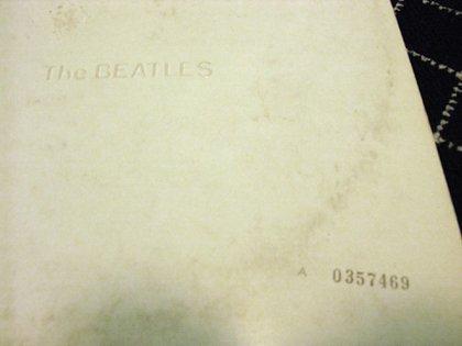 """Detalle de la funda original del """"Album Blanco"""""""