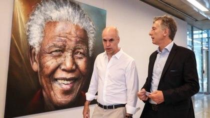Horacio Rodríguez Larreta y Mauricio Macri, bajo la atenta mirada de Nelson Mandela (Presidencia)