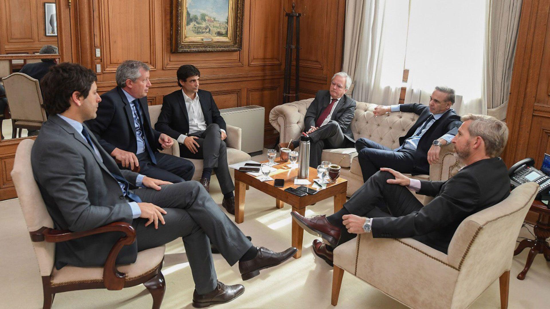 El ministro de Hacienda se reunió con Peña, Frigerio, Pichetto, Pinedo y García De Luca (Prensa Interior)