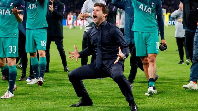 Mauricio Pochettino, entrenador del Tottenham, celebra tras la épica remontada ante Ajax que le dio la clasificación a la final de la Champions League (Reuters)