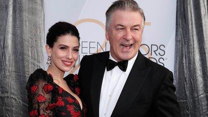 Alec Baldwin y su esposa Hilaria Baldwin (Foto: REUTERS/Mario Anzuoni)