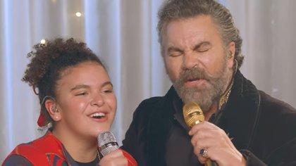 Lucerito Mijares recientemente ha dado muestras de su talento alternando en concierto con sus famosos padres (Captura de Pantalla: Canal de Mijares  en Youtube)