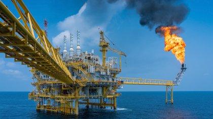 """Senado aprobó la reforma petrolera de AMLO: abriría la posibilidad de """"expropiaciones"""" en el sector"""