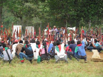 En Caloto, Cauca, comunidades del resguardo indígena de López Adentro se declararon en asamblea permanente a la espera de la libertad de tres de sus comuneros.