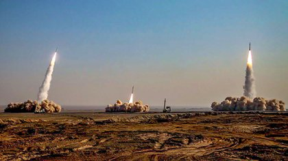 Los misiles balísticos antibuques lanzados por Irán (HO / SEPAH NEWS / AFP)