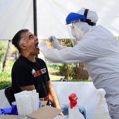 La estrategia seguida por esta institución ha sido difundir de la manera más masiva posible información acerca del virus, de las circunstancias de contagio y de concienciación. (Foto: EFE)