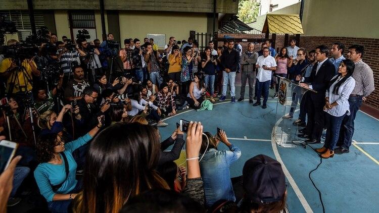 Juan Guaidó sigue recorriendo Venezuela (AFP)