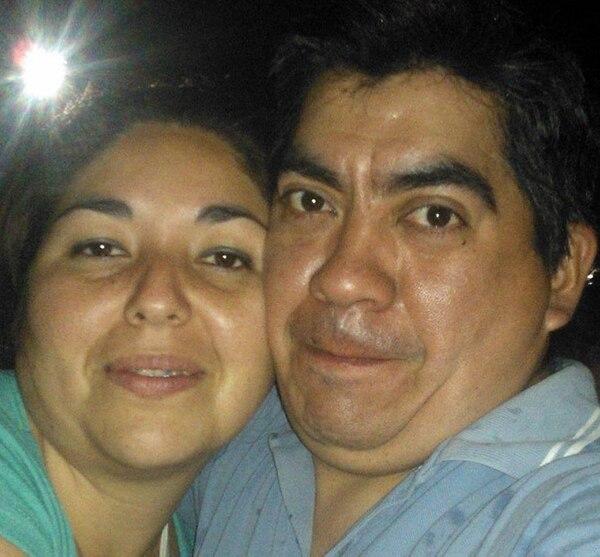 La mujer junto a su marido: tenía 33 años
