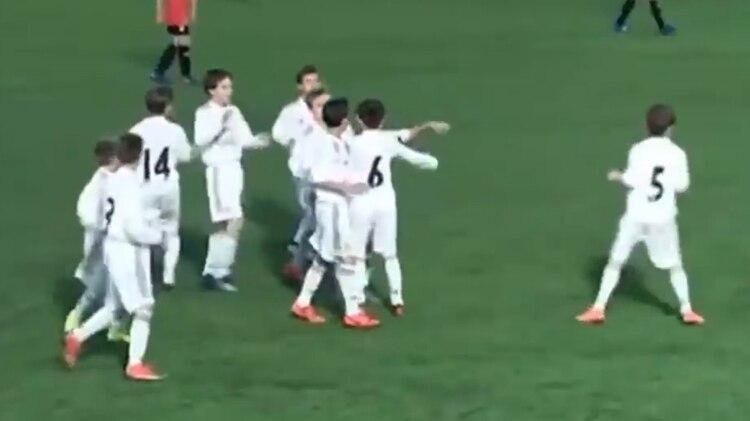 Sergio Torres con la número 6 en la espalda