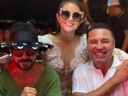El boxeador Oscar de la Hoya, junto a la novia, Odalis Gómez (Foto: Instagram @odalisgomezmillar)