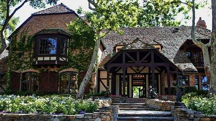 La residencia principal de estilo francés-normandía fue diseñada por el arquitecto galardonado y reconocido internacionalmente Robert Altevers, de Altevers Associates, como el hogar del constructor William Bone (JPRUbio) (The Pinnacle list – AP Photo/Carolyn Kaster)
