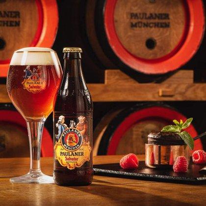 """""""Salvator"""", el nombre con el que se conoce a una de las cervezas en el catálogo de la cervecería Paulaner, que adoptó su fabricación cuando fue fundada. El nombre proviene de """"Sankt Vater"""" que traducido sería """"la cerveza del Santo Padre""""."""