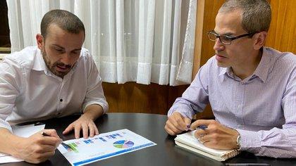 El secretario de Finanzas, Diego Bastourre, y el subsecretario de Financiamiento, Ramiro Tosi
