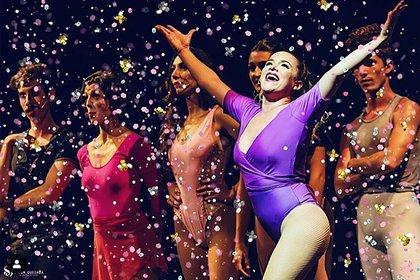 """La actriz participa en el musical """"Chorus Line"""" que se presenta en el teatro Metropolitan Sura"""