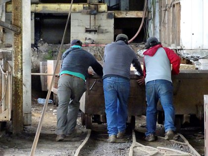 El cierre de las centrales a carbón se enmarca en un plan de descarbonización de la matriz energética chilena, medida adoptada por el Gobierno en junio de 2019. EFE/Manuel Araneda/Arhivo
