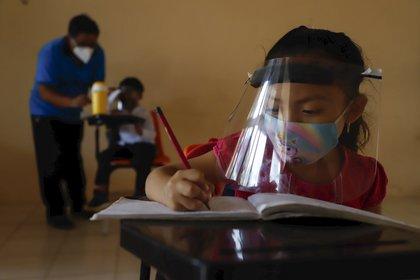 La dependencia recalcó que ninguna persona, estudiante o trabajador de la escuela, se encuentra realizando actividades (AP Photo/Martin Zetina)