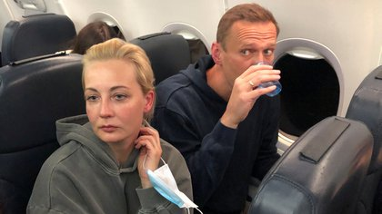 Russian opposition leader Alexei Navalny and his wife Yulia Navalnaya are seen on board a plane during a flight from Berlin to Moscow, January 17, 2021. REUTERS/Maria Vasilyeva