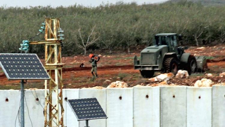 Milena y sus soldados durante el operativo se encargaron de brindar asistencia permanente a las fuerzas especiales que destruían los túneles de Hezbollah (AFP)
