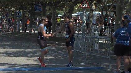 El noble gesto del maratonista Diego Méntrida