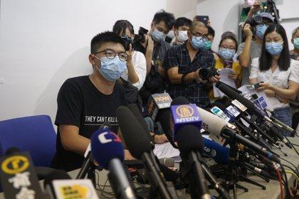 Uno de los líderes de la conocida como Revolución de los Paraguas de 2014, Joshua Wong. En una rueda de prensa celebrada hoy en Hong Kong. EFE/EPA/JEROME FAVRE