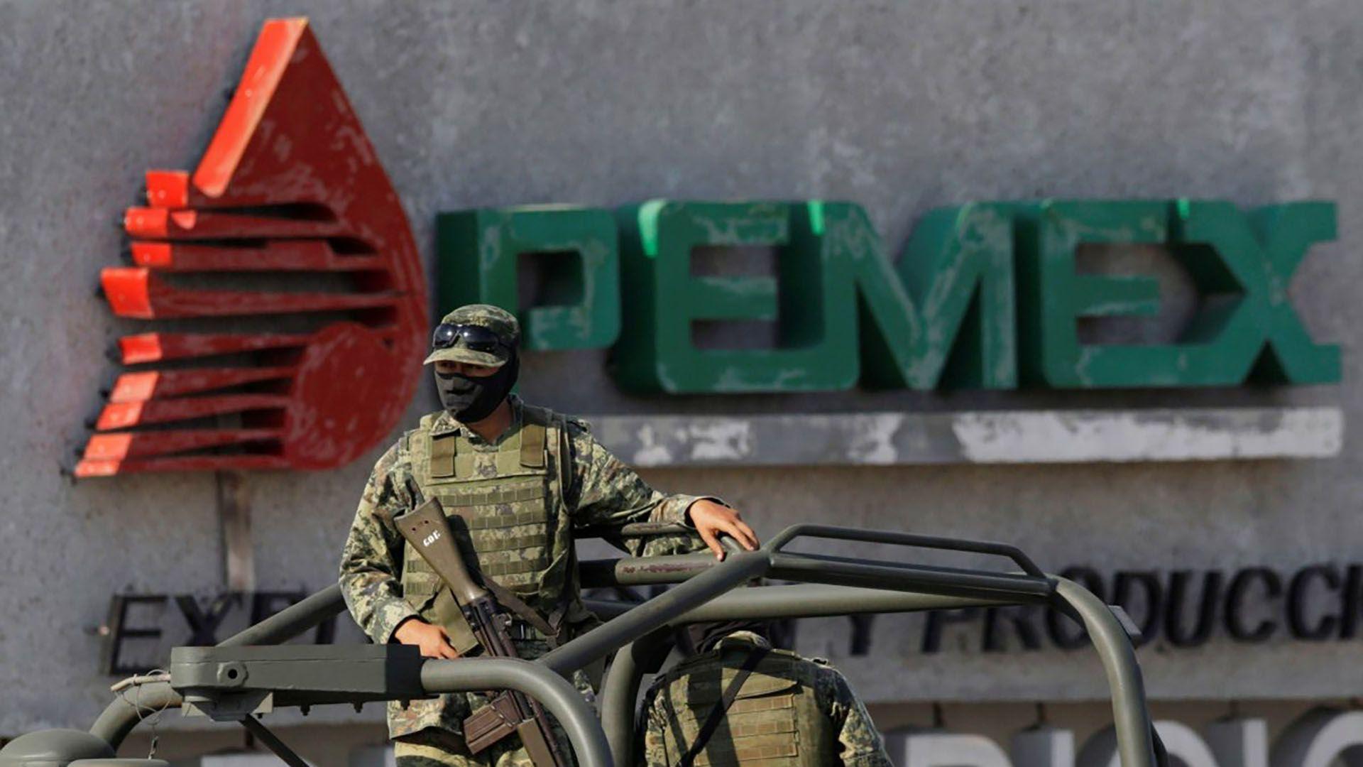 Las Fuerzas Armadas reforzaron la vigilancia en Pemex. (Foto: Reuters)