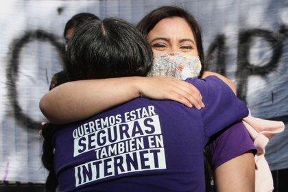 Un grupo de mujeres se manifestó este miércoles para presionar al Senado para la aprobación de la Ley Olimpia Nacional (Foto: Rogelio Morales/ Cuartoscuro)