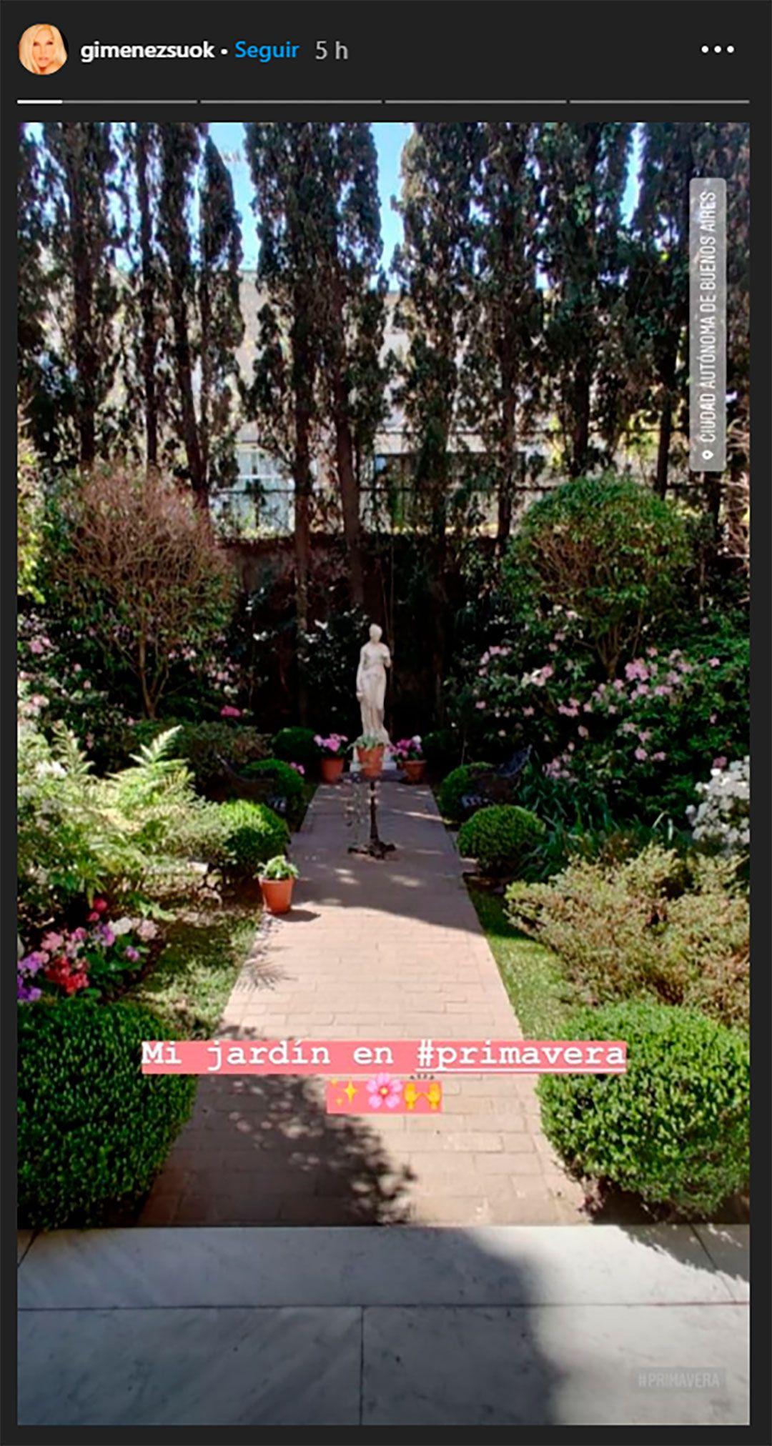 El jardín de la casona de Barrio Parque, donde está enterrado Jazmín, el famoso perro de la conductora (Foto: Instagram @gimenezsuok)
