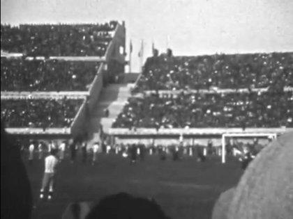 Captura de pantalla de una película tomada por un espectador uruguayo en su cámara de 8 mm, donde México se enfrentó a Argentina en el Mundial de Uruguay de 1930 (Foto: Twitter/ @WC1930blogger)