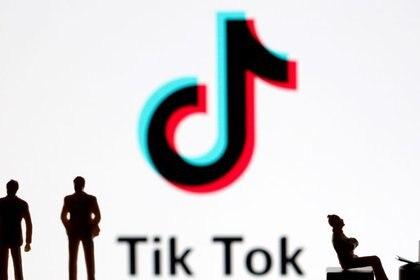 Tik tok ofrece una herramienta para descargar toda la información de perfil (REUTERS/Dado Ruvic/Ilustración)