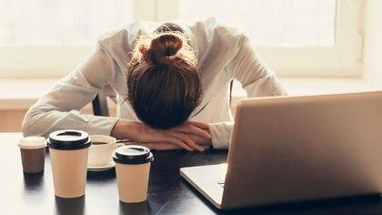 Quienes no descansan correctamente no logran concentrarse en sus tareas o se muestran irritados. Solo el 6% de las historias clínicas elaboradas en la atención primaria incluyen referencias explícitas a posibles desórdenes durante el sueño (iStock)