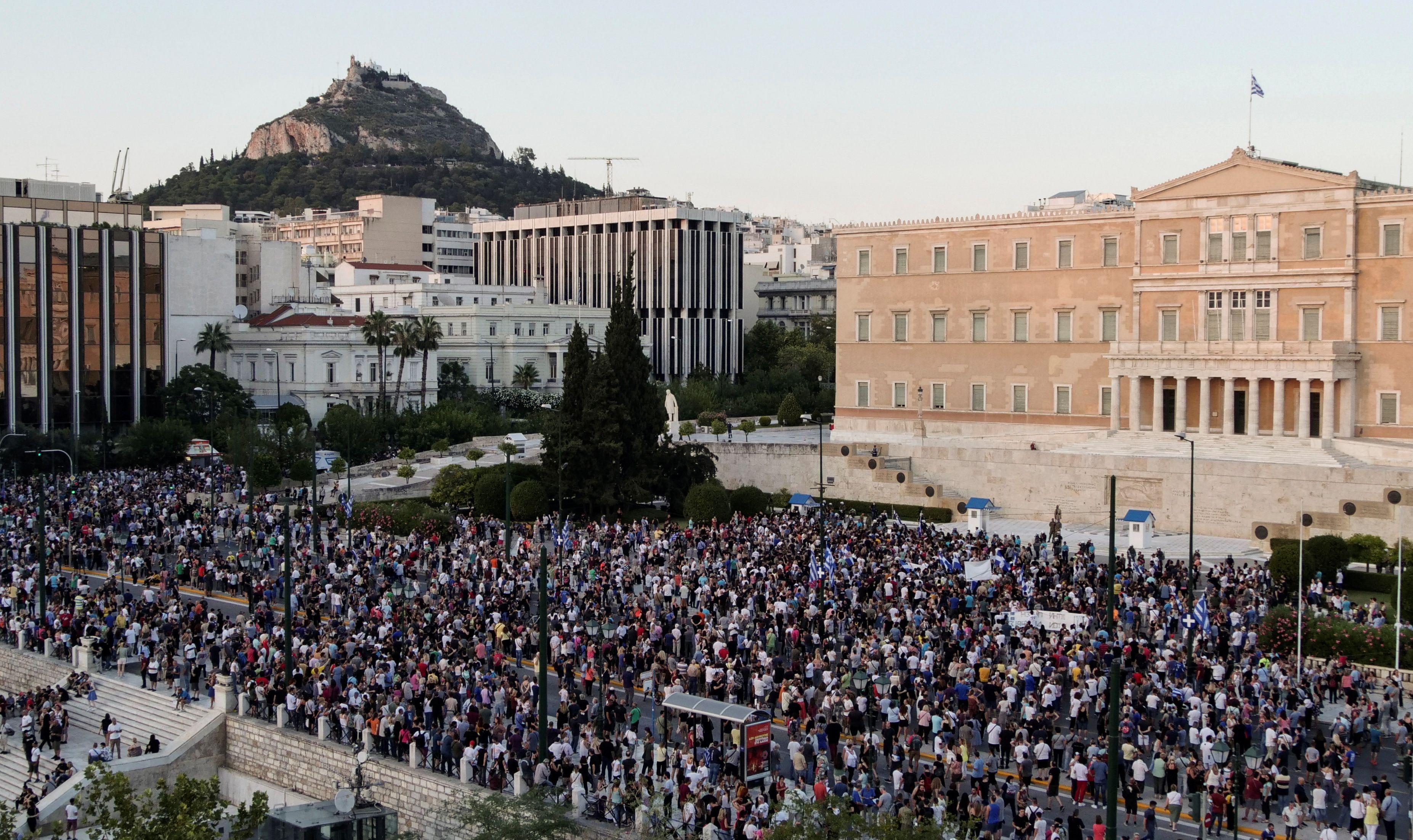 Más de 3000 personas protestaron en Atenas contra las medidas anunciadas para combatir el coronavirus en el últimas horas - REUTERS/Vassilis Triandafyllou