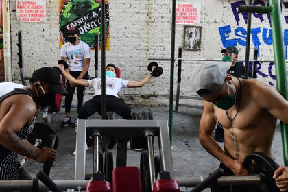 Los gimnasios debieron adaptarse a las nuevas normas por COVID-19 EFE/Jorge