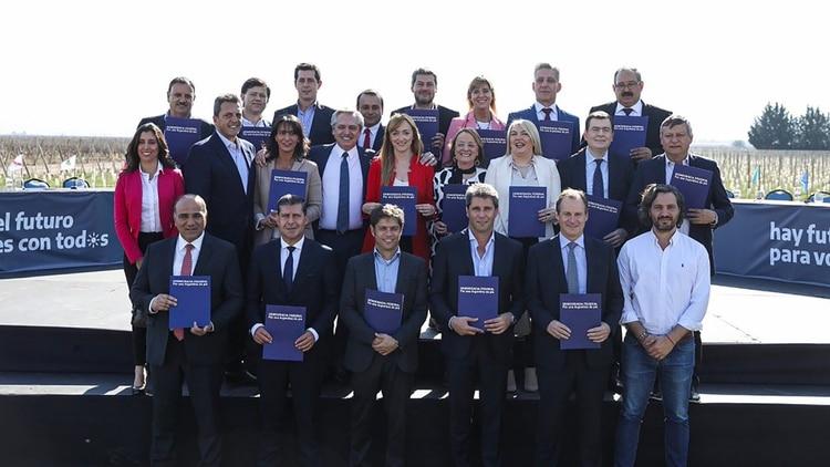 La semana pasada Alberto Fernández convocó a los gobernadores para respaldar a Anbel Fernández Sagasti (@JuanManzurOK)