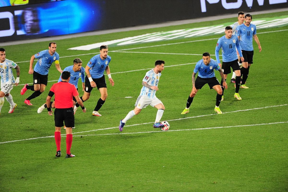 Lionel Messi y su alucinante jugada ante Uruguay por Eliminatorias. (Foto: García Adrasti).