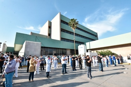 Personal de salud del país reclama insumos y equipo adecuado para atender a pacientes con Covid-19 (Foto EFE/Gustavo Rodríguez)