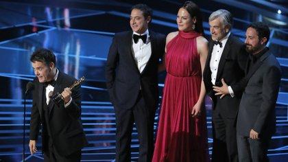 """Sebastián Leilo, director de """"Una mujer fantástica"""", con una estatuilla histórica"""