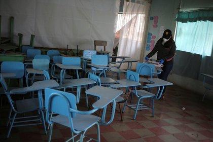 Una mayoría de maestros en México tiene enfermedades crónicas, lo que los convierte en población de riesgo por Covid-19 (Foto: Archivo/EFE)