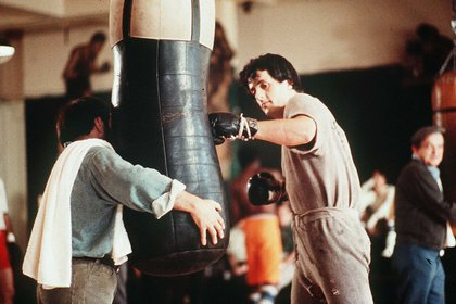 Sylvester Stallone (Foto: United Artists/ Kobal/ Shutterstock)  [Editorial use only. No book cover usage. Mandatory Credit: Photo by United Artists/Kobal/Shutterstock (5885065d) Sylvester Stallone Rocky - 1976 Director: John Avildsen United Artists USA Scene Still]