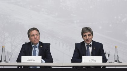 El ministro de Hacienda y Finanzas, Nicolás Dujovne, y el presidente del Banco Central, Luis Caputo