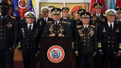 Rafael Ramírez dijo que los militares deben dejar de meterse en la política del país, aunque consideró que serán parte del cambio en Venezuela
