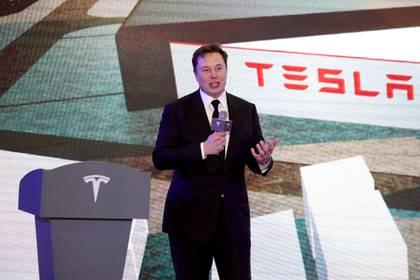 Elon Musk habla en la ceremonia de apertura del programa de Tesla China, Modelo Y, en Shanghái el 7 de enero de 2020 (Reuters/ Aly Song/ Foto de archivo)