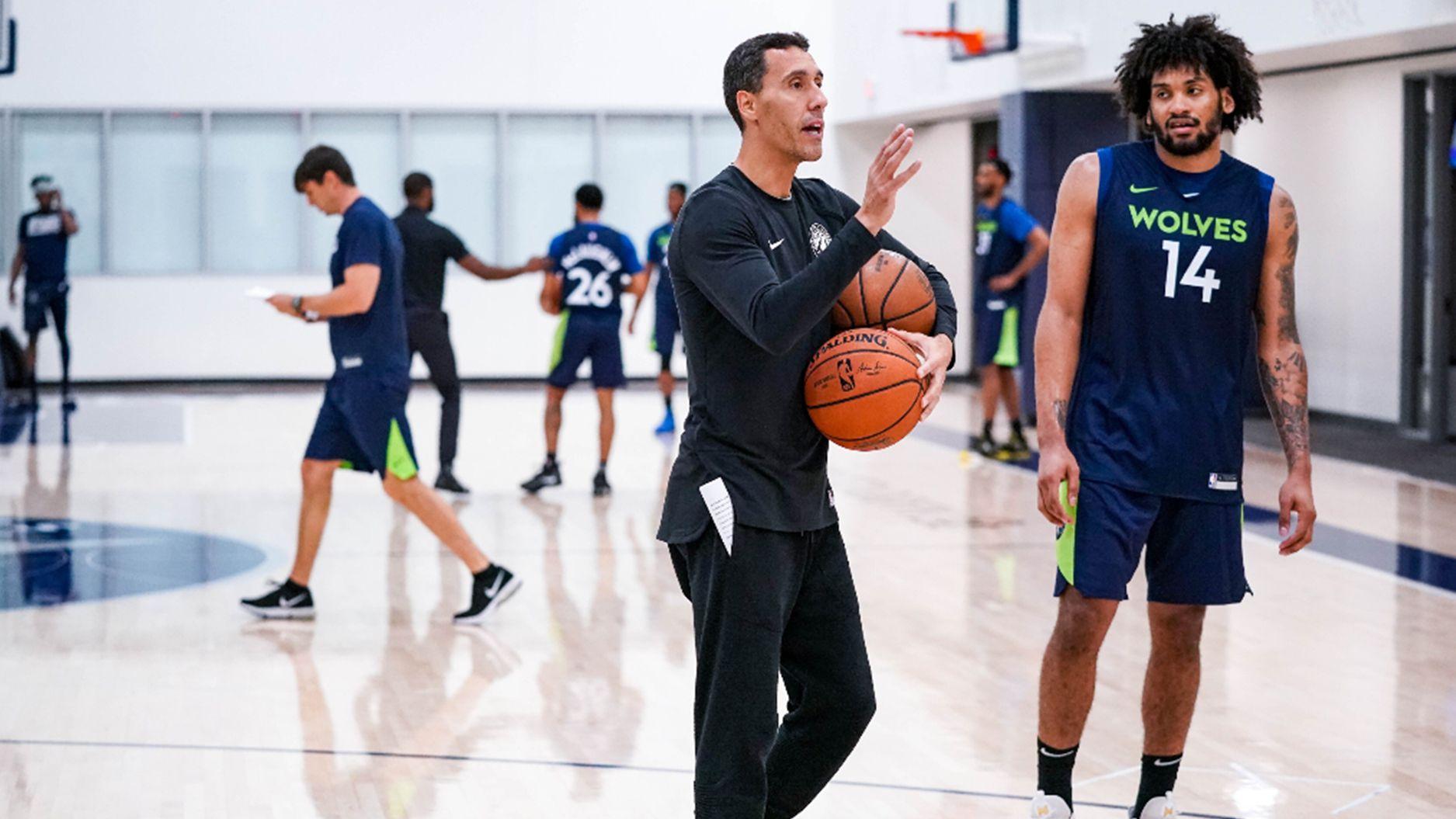 Prigioni es uno de los asistentes técnicos en Minnesota, otro de los posibles destinos de Campazzo en la NBA (Cody Sharrett / Timberwolves)