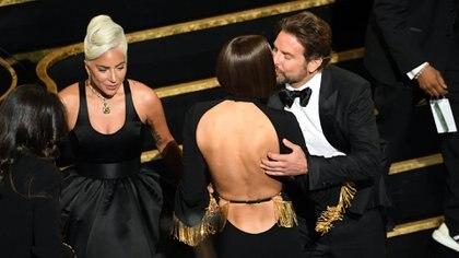 Lady Gaga, Irina Shayk and Bradley Cooper at the Oscars in 2019 / AFP